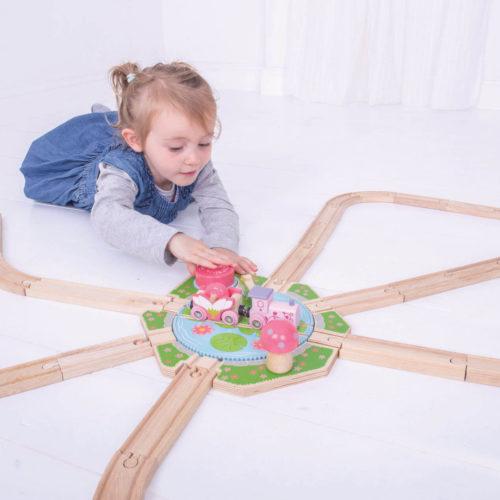 Uitbreiding Treinbaan Draaiplateau spelend kindje 1 Sassefras Meisjes Speelgoed