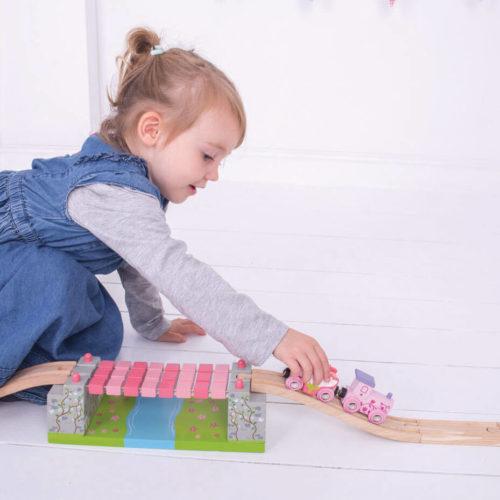 uitbreiding treinbaan touwbrug spelend kindje 1 Sassefras Meisjes Speelgoed
