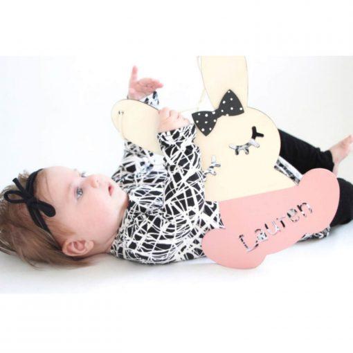 houten bunny hanger met naam Lauren Sassefras Meisjes Speelgoed