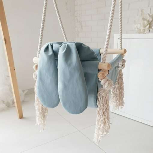 houten babyschommel met bunny oren blauw achterkant schuin Sassefras Meisjes Speelgoed