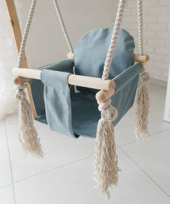 houten babyschommel met bunny oren blauw voorkant schuin Sassefras Meisjes Speelgoed