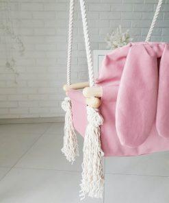 houten babyschommel met bunny oren roze close-up Sassefras Meisjes Speelgoed