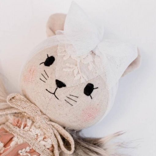 Wonderforest knuffel muis met jurk roest van dichtbij Sassefras