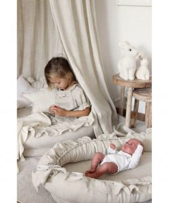 naturel baby hemeltje met spelend meisje Sassefras