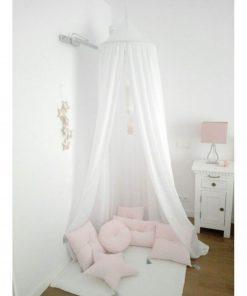 witte canopy hangend boven het bed Sassefras