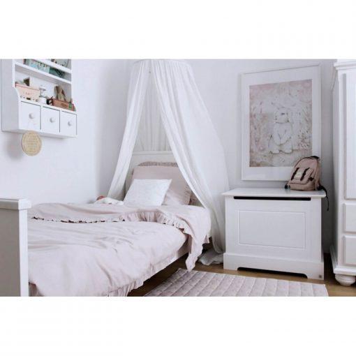 witte klamboe van Cotton & Sweets boven het bed Sassefras