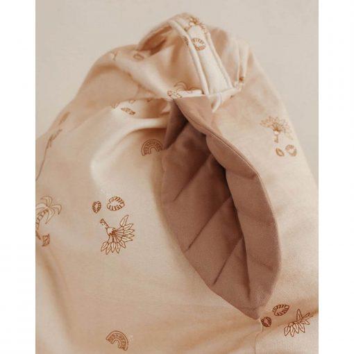 mini zitzak met blad powder beige detail van blad Sassefras