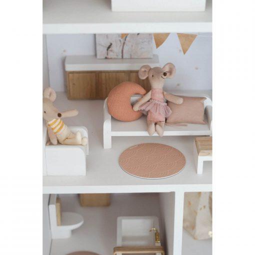 félou family houses witte houten stoel Sassefras