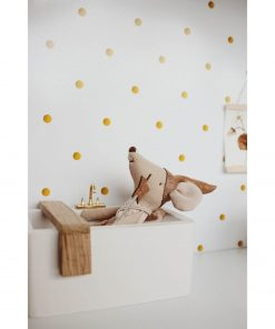 muisje ligt in wit houten badkuip voor poppenhuis Sassefras