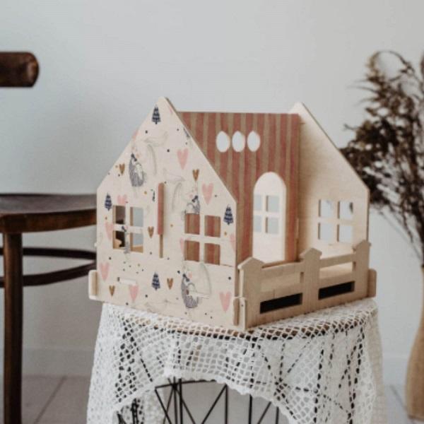 Single house pink poppenhuis hout Sassefras