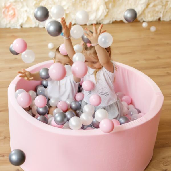 roze ballenbak met ballen naar keuze