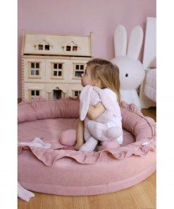 Cotton & Sweets junior nest blush met kindje met knuffel Sassefras