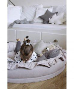 Cotton & Sweets junior nest light grey met kindje Sassefras
