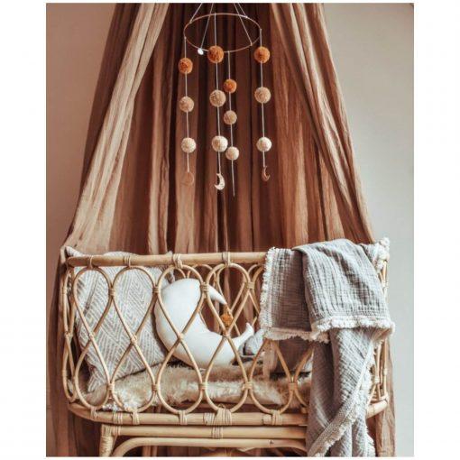 Cotton Design pompom mobile boven wieg Sassefras