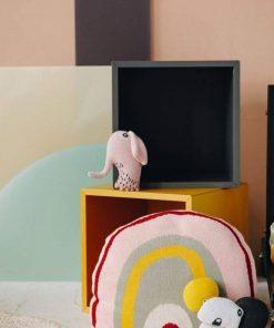 olifanten knuffel van biologisch katoen gedisplayd Sassefras
