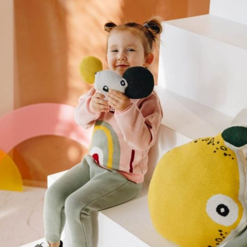 verantwoorde knuffels koala met meisje Sassefras